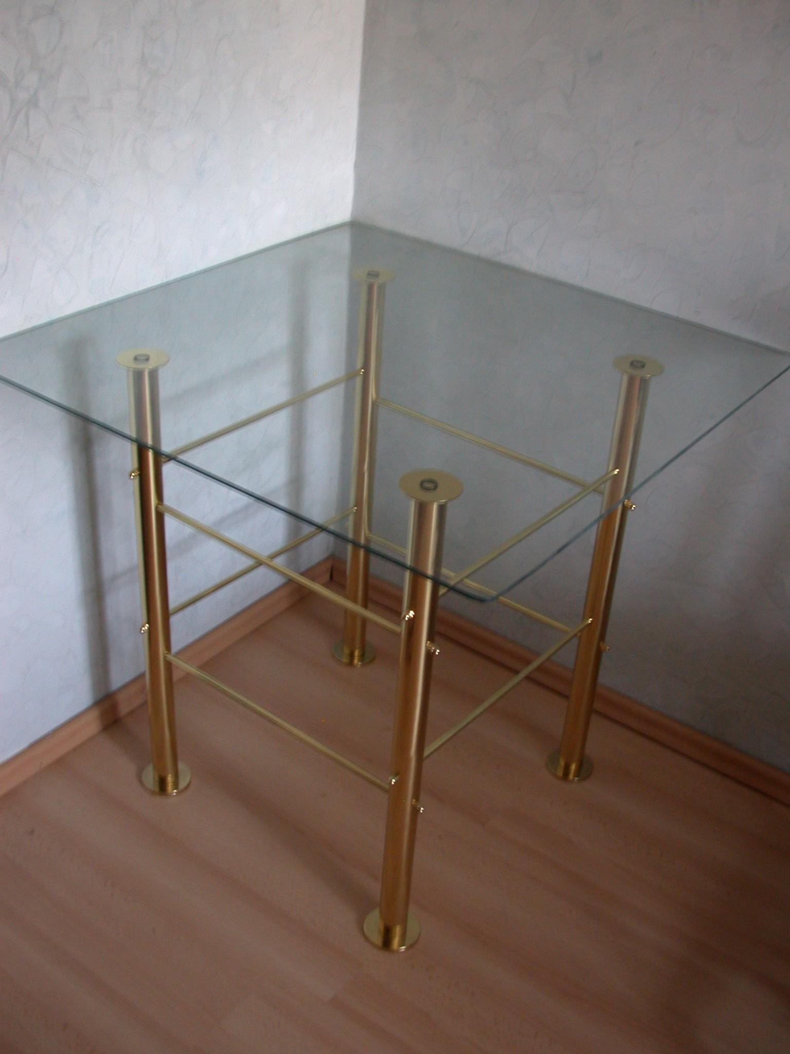 Stilski sto od mesinga