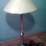 Livena stona mesingana lampa
