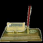 Držač vizit karata i olovke od mesinga na drvenom postolju